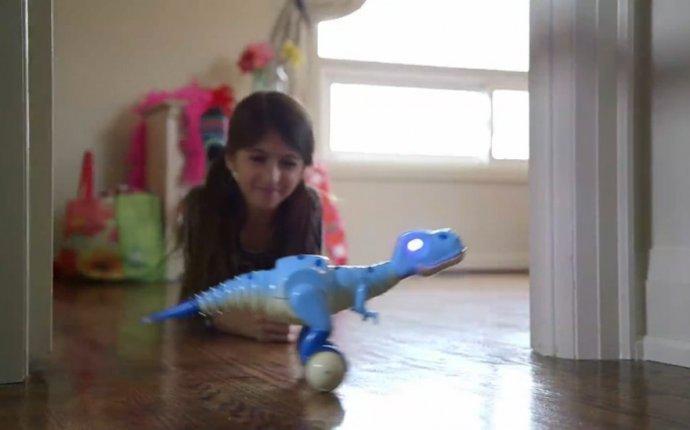Интерактивная игрушка Дино Зумер (Dino Zoomer) Динозавр смотреть