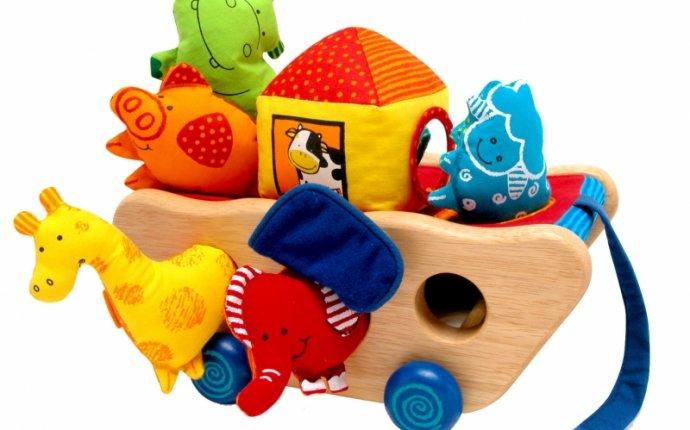 Развивающие игрушки на 1 годик: подарки для мальчиков и девочек